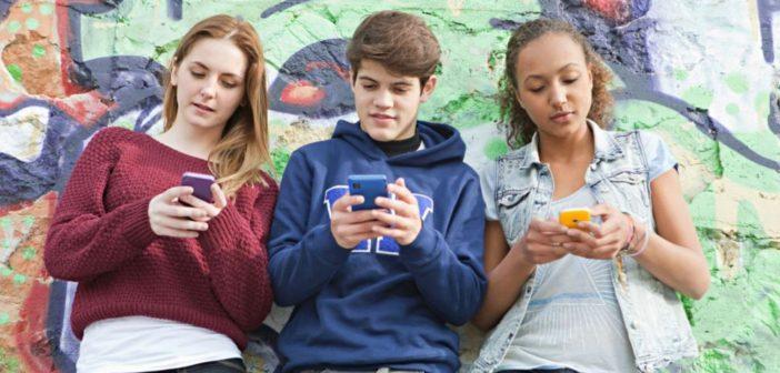Cum mentii legatura cu prietenii pe timpul vacantei