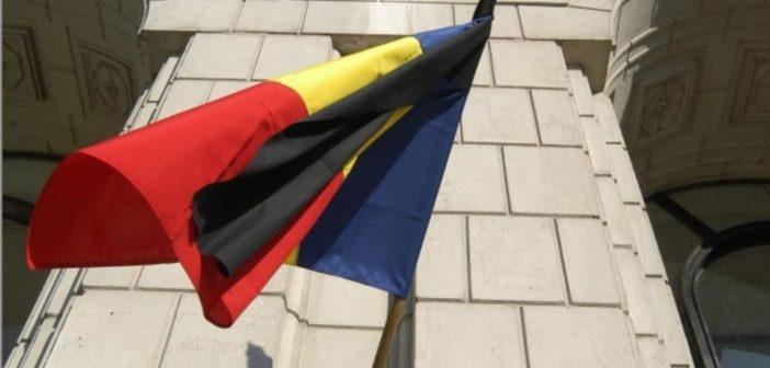 România în DOLIU NAȚIONAL! Instituţiile şi autorităţile publice centrale şi locale sunt obligate să arboreze în bernă drapelul României şi drapelul Uniunii Europene.