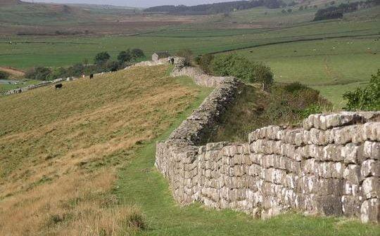 Castrul roman de la Sutor, ar putea fi afectat de Autostrada Transilvania. Monumentul este propus pentru a intra în Patrimoniul UNESCO