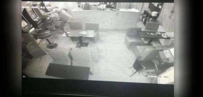 VIDEO TÂLHĂRIE ALBA IULIA – Victima trimisă la plimbare de polițiști după ce a descoperit singură SUSPECTUL!