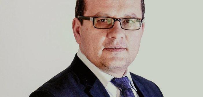 Emil Popescu: Măsurile de combatere a crizei trebuie să înceapă cu politicul. Se impune suspendarea imediată a subvenției pentru partide.