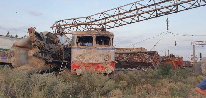 Accident feroviar în România. Două trenuri de marfă s – au ciocnit. Unul dintre mecanici era băut